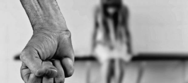 Doi români au ținut o tânără sclavă în Marea Britanie