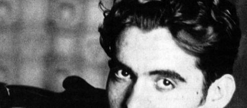 Colecciones Teatrales: 1936 - 19 de Agosto - 2012 Un crimen que ... - blogspot.com