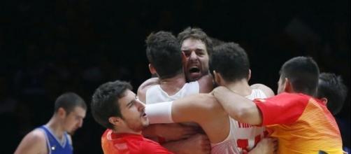 España venció a Francia por 92 a 67