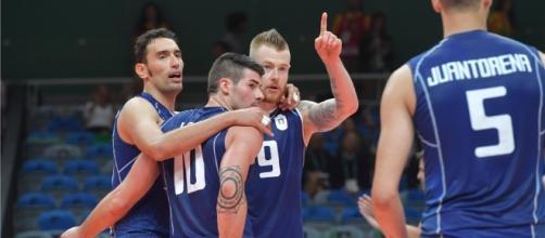 Italianos comemoram após marcar contra a seleção americana