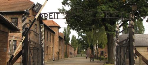 L'ingresso al campo di concentramento di Auschwitz, nella Polonia meridionale