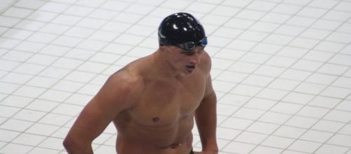 Ryan Lochte preprares to dive into pool. (Image via Flickr.com creative commons)