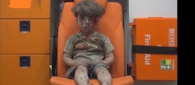 Garoto foi encontrado após o bombardeio.