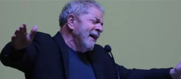 Luiz Inácio Lula da Silva faz discurso