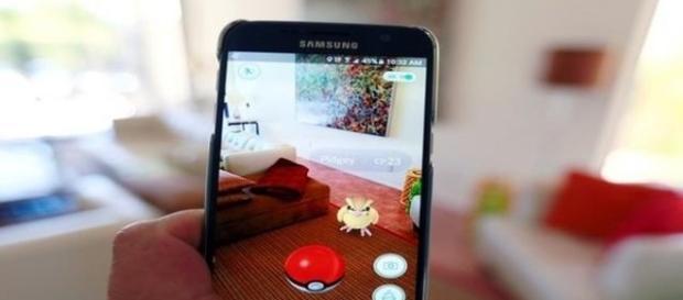 Pokémon Go bane usuários por falso GPS