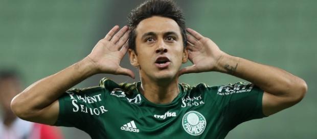 Robinho, atualmente atleta do Cruzeiro