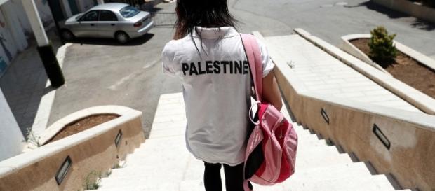 Una degli atleti palestinesi che si sono trovati senza attrezzatura
