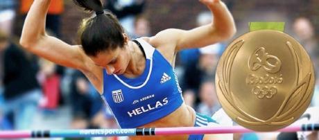 Katerina Stefanidis da Grécia atinge 4.85m no salto com vara e ganha a medalha de ouro