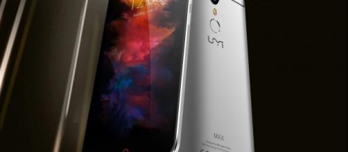 Fronte retro di Umi Max, smartphone android