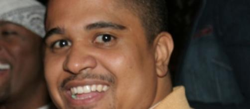 Irv Gotti caught getting frisky with his girlfriend Image via Wikimedia Commons