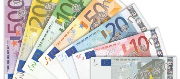 A furat 30.000 de euro de la parinti
