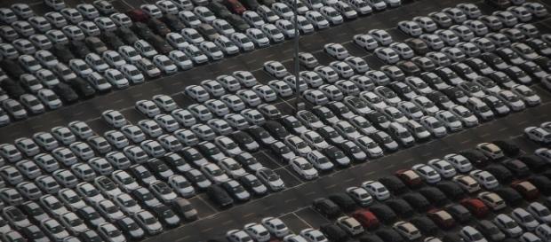 Voli low cost e parcheggio auto, ecco come risparmiare