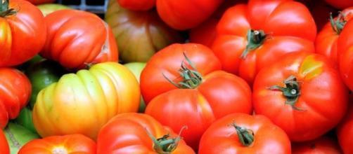 L' Australia applica dazi sui pomodori in scatola italiani.