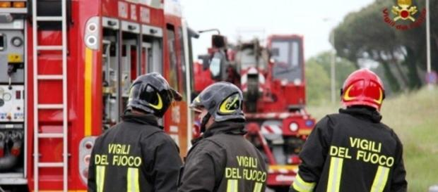 Incendio a Tor Cervara: in fiamme una lavanderia industriale di ... - romatoday.it