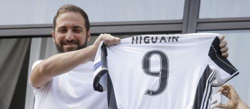 Gonzalo Higuain, arrivato alla Juventus per la straordinaria cifra di 90 milioni di euro.