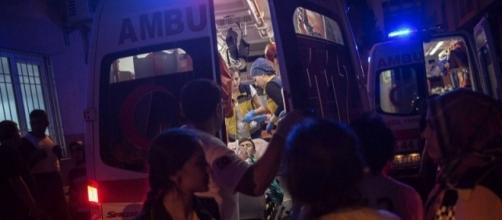Le immagini dei soccorsi dopo l'attacco terroristico a Gaziantep