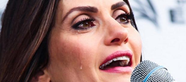 Isabella Fiorentino chora em evento