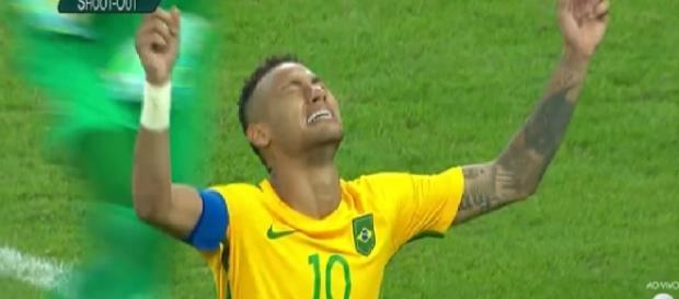 Neymar fecha de pênalti para o Brasil