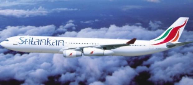 Piloto da companhia aérea SriLankan estaria bêbado e teve que ser retirado do avião.