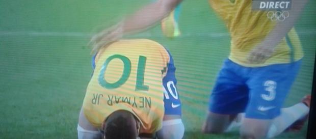 Un Neymar en larmes après son tir au but victorieux
