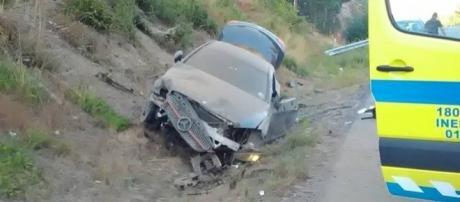 O carro de luxo ficou completamente destruído