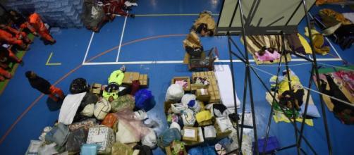 I primi aiuti nei centri colpiti dal sisma.