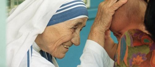 Madre Teresa santa il 4 settembre: Papa Francesco firma il decreto.