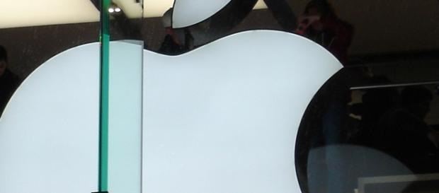 Apple Inc. logo. Courtesy: Marco Pakoeningrat via flickr.