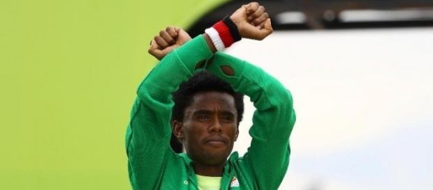 Atleta denunciou situação do seu país após a vitória (Foto: Lucy Nicholson/Reuters)