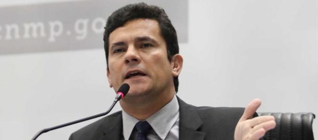 Juiz Sérgio Moro atua na área de investigação de crime de lavagem de dinheiro