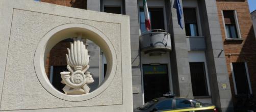 Arresti per spaccio di droga e di parti di aerei della Gdf di Varese