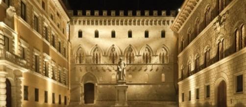 Siena. Piazza Salimbeni, sede della storica banca MPS