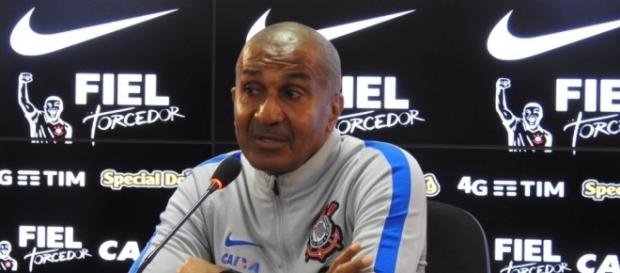 Mercado da bola: com pedida de Cristóvão, diretoria do Corinthians pode contratar dois jogadores.
