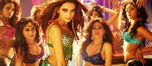 Bollywood's hottest item girls - Source: hdqwalls.com/deepika-padukone-item-song-wallpaper