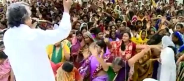 Culto em uma denominação realizada na India