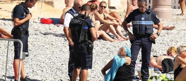Nisa a devenit ultima stațiune franceză care a interzis burkini pe plajă săptămâna trecută - Photografie: Vantagenews.com