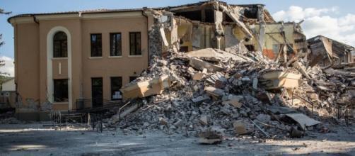 Amatrice, la scuola crollata: era stata ristrutturata nel 2012 secondo le regole antisismiche.