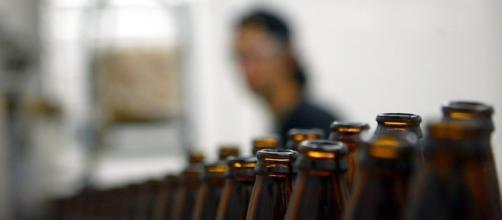 Engarrafamento em indústria de cerveja