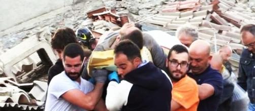 I soccorsi nelle zone terremotate. foto di Massimo Micucci (@buzzico) | Twitter