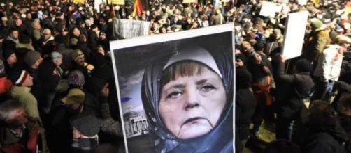 Proteste in Europa avverso le politiche promosse dalla Cancelliera tedesca Angela Merkel