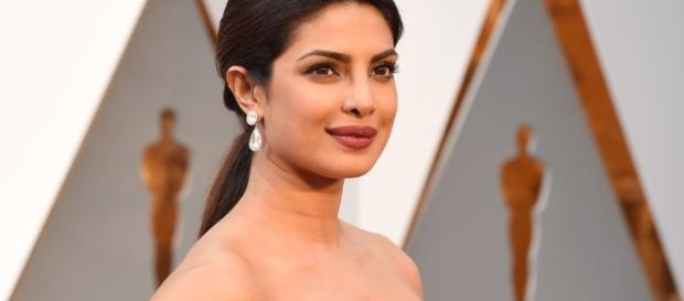 Actress Priyanka Chopra Hot and Spicy at Oscars 2016 - Landep Style - blogspot.com