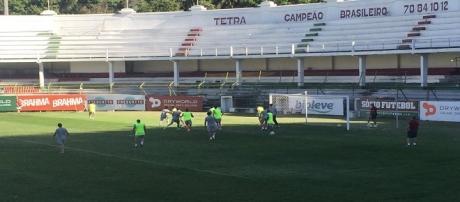 Com treinos de bola parada, Flu encerra preparação para jogo diante do Palmeiras (Foto: Twitter/BPTricolor)