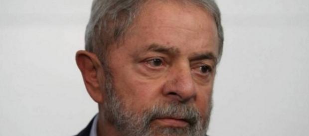 Abatido, Lula lamenta atual situação