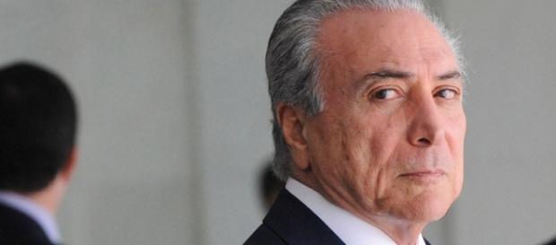 Deputados dáá base do governo tentam votar anistia para o Caixa 2