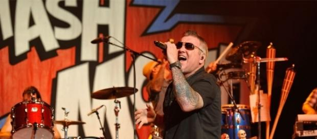 Watch Smash Mouth Singer Steve Harwell's NSFW Mid-Concert Rant to ... - eonline.com