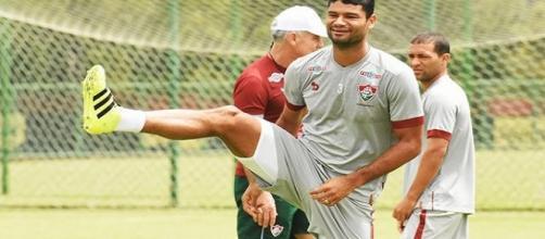 Punido com o terceiro cartão, Gum não enfrenta o Figueirense no sábado (Foto: Nelson Perez/Divulgação FFC)