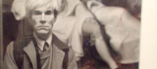 Andy Warhol di fronte al dipinto di Tischbein.