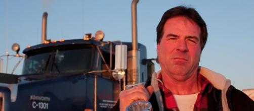 Meet Darrell Ward of Ice Road Truckers At the Mid-America Truck Show - chromeandsteelradio.com