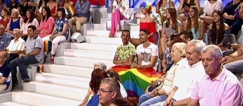 MYHYV paraliza su primer trono gay.