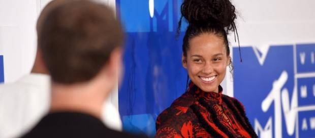 Alicia Keys and Alessia Cara Wore No Makeup to the VMAs and ... - share-trends.com